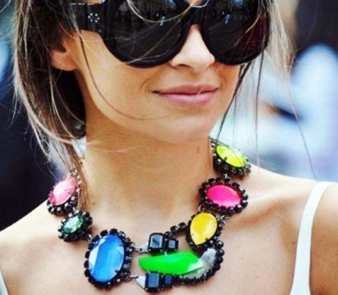 Maxi Colares detalhes grandioso, maximização de Looks.